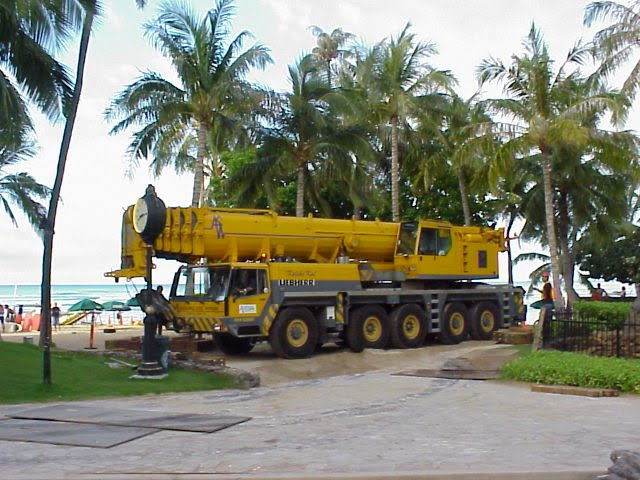 190 Ton Liebherr at Waikiki Beach